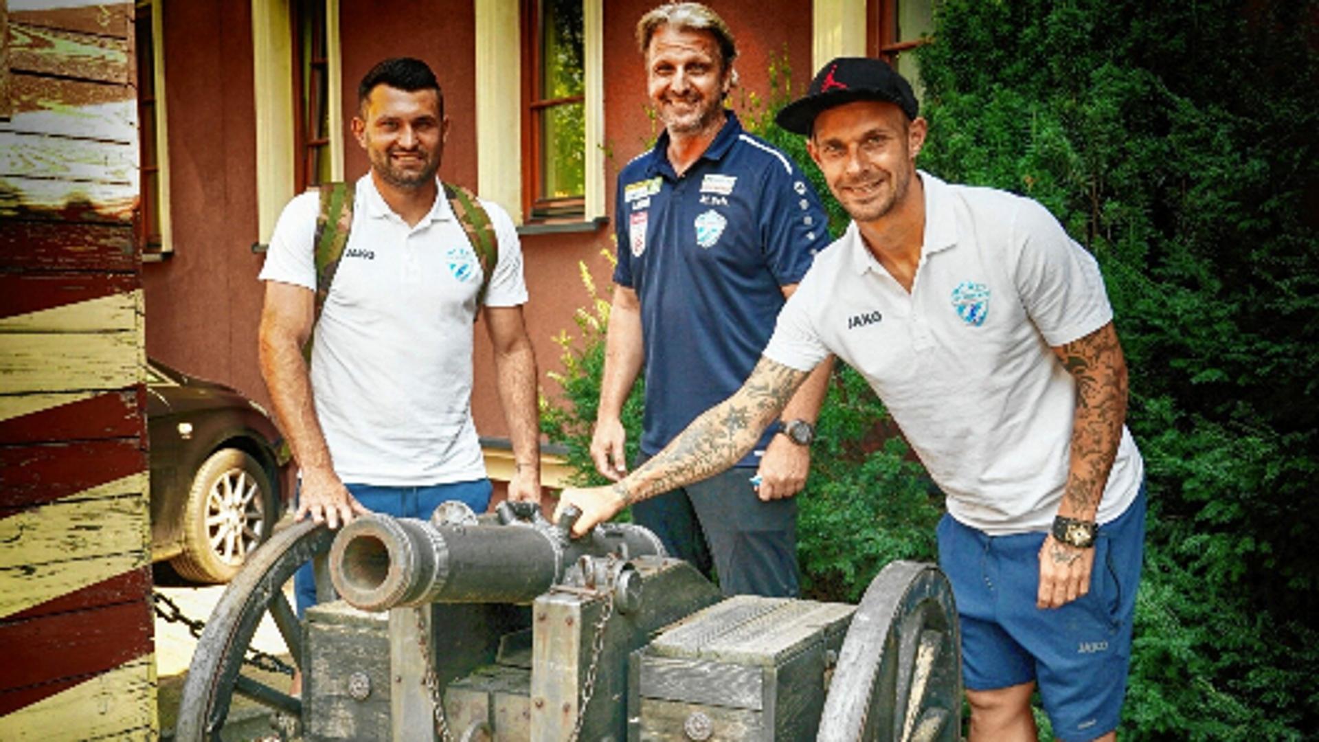 Hartberg-Trainer Schopp und die Spieler